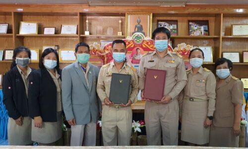 ผู้อำนวยการธนชาต ชาวส้าน นำคณะครู ศึกษาดูงานโรงเรียนทุ่งช้าง